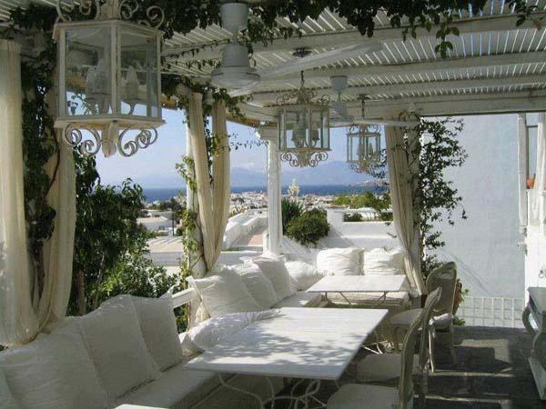 Όμορφους χώρους καθιστικού ρουστίκ για τον κήπο σας