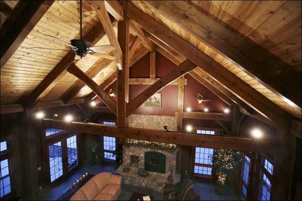 18 δραματικά δωμάτια με εντυπωσιακά ψηλά ταβάνια με ψαλίδια.