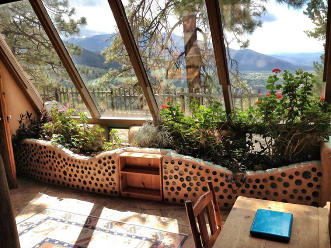 H:\Google Drive container\Ecotek images Facebbok\Blog articles\Unposted blog articles\awaiting translation\TheGreatEarthshipsofNewMexico.docx\earthships-interior.jpg