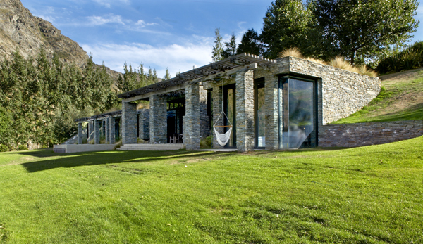 H:\Google Drive container\Ecotek images Facebbok\Blog articles\Unposted blog articles\awaiting translation\TheGreatEarthshipsofNewMexico.docx\Queenstown-Villa-649-striking-villa-seems-to-rise-up-from-the-earth-that-surrounds-it.jpg