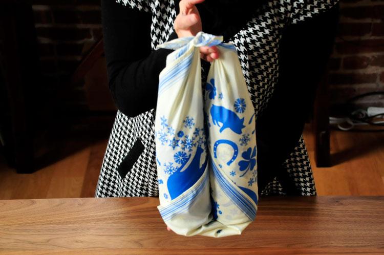 http://cdn2.blisstree.com/wp-content/gallery/alternative-diy-gift-wrap/wine_dsc3126_08.jpg