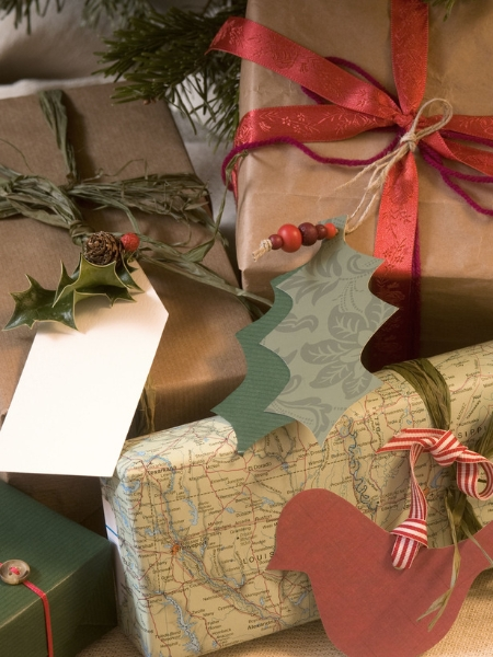 http://cdn2.blisstree.com/wp-content/gallery/alternative-diy-gift-wrap/rx-dk-agx19101_decorated-gifts_s3x4_lg.jpg