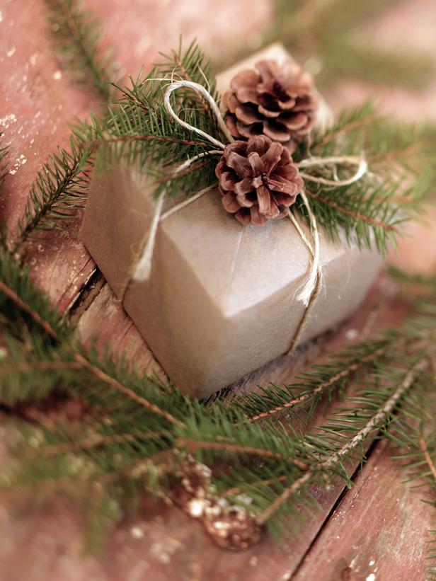 https://abrakadeborah.files.wordpress.com/2009/12/ji_pinecone-gift-wrap_s3x4_lg.jpg