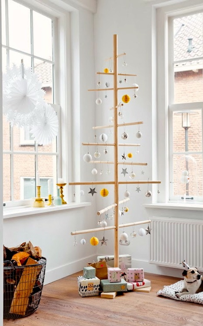 https://images.britcdn.com/wp-content/uploads/2014/11/A-beautiful-Christmas-home-by-Dutch-stylist-6.jpg?fit=max&w=800
