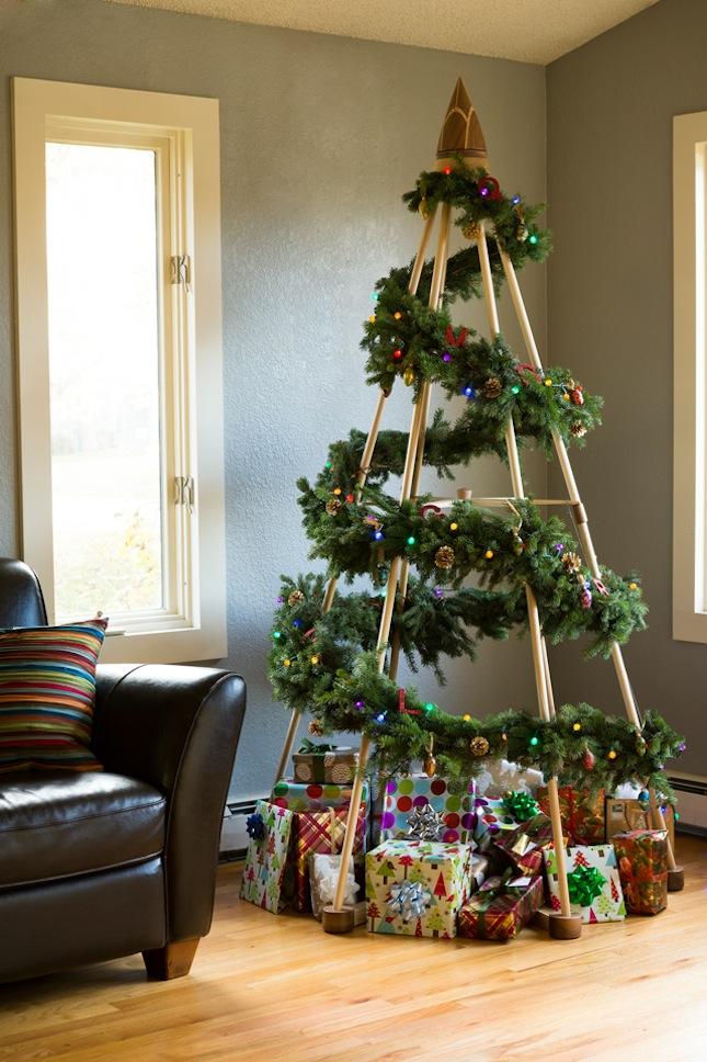 https://images.britcdn.com/wp-content/uploads/2014/11/modern-wood-christmas-tree.jpg