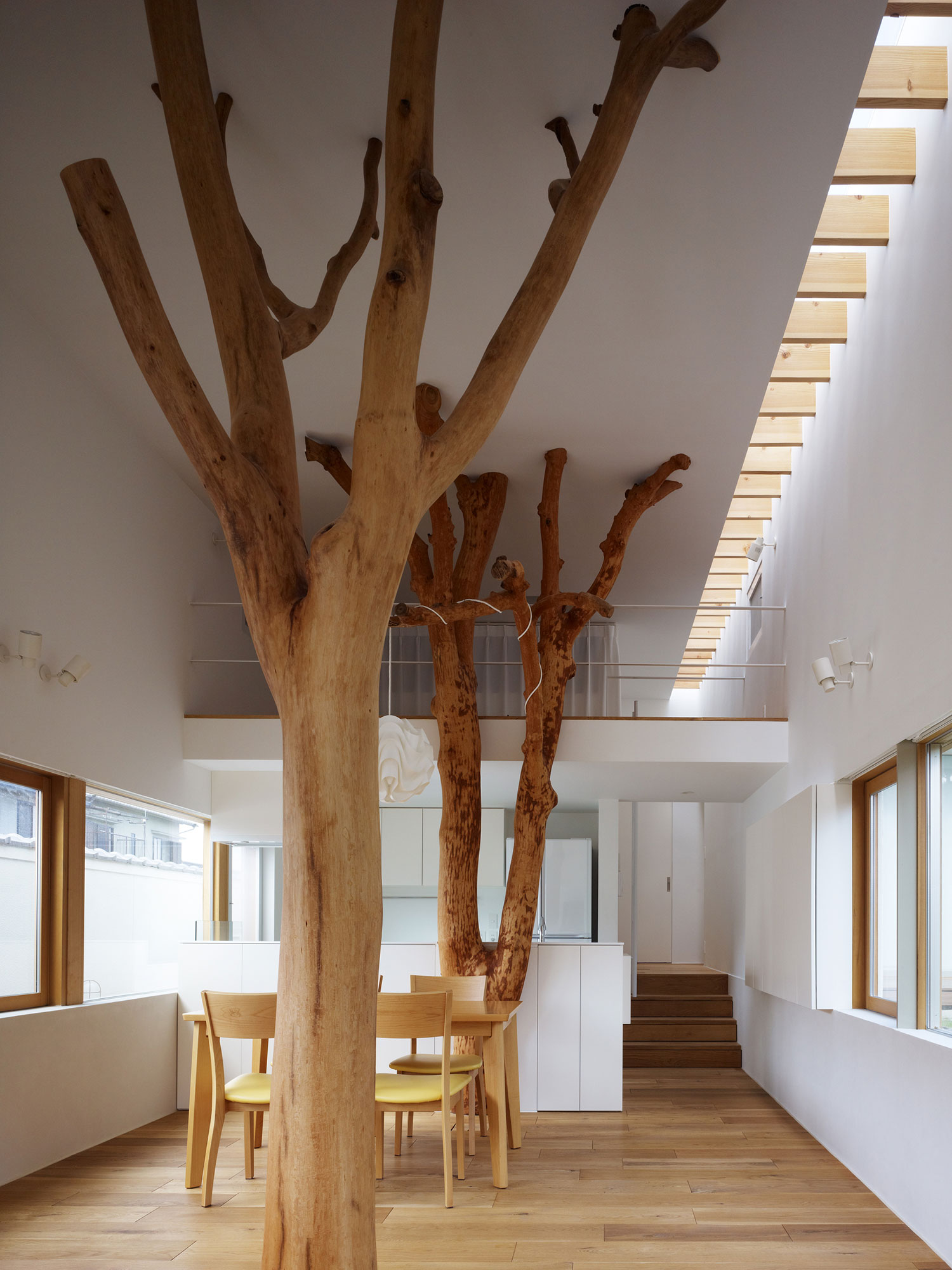 Garden Tree House by Hironaka Ogawa & Associates | Yellowtrace.