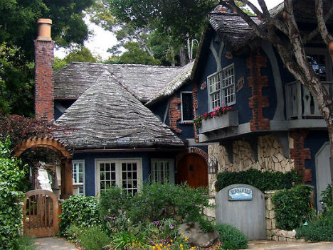 fairytale-cottages-carmel-sea