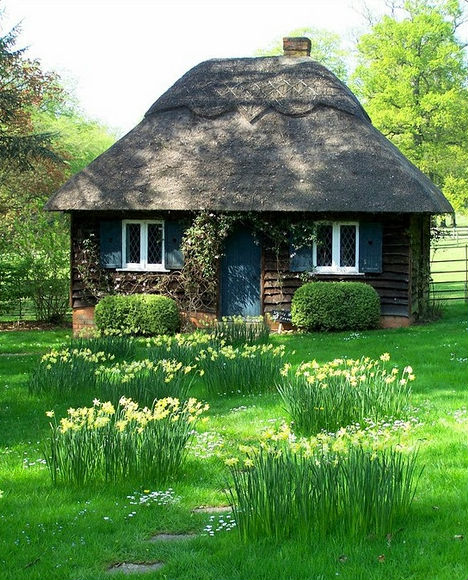 fairytale-cottages-english-thatched