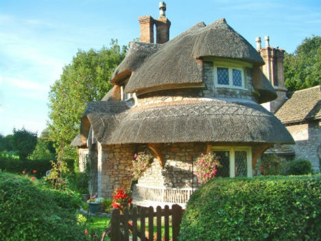 fairytale-cottages-rounded-stone