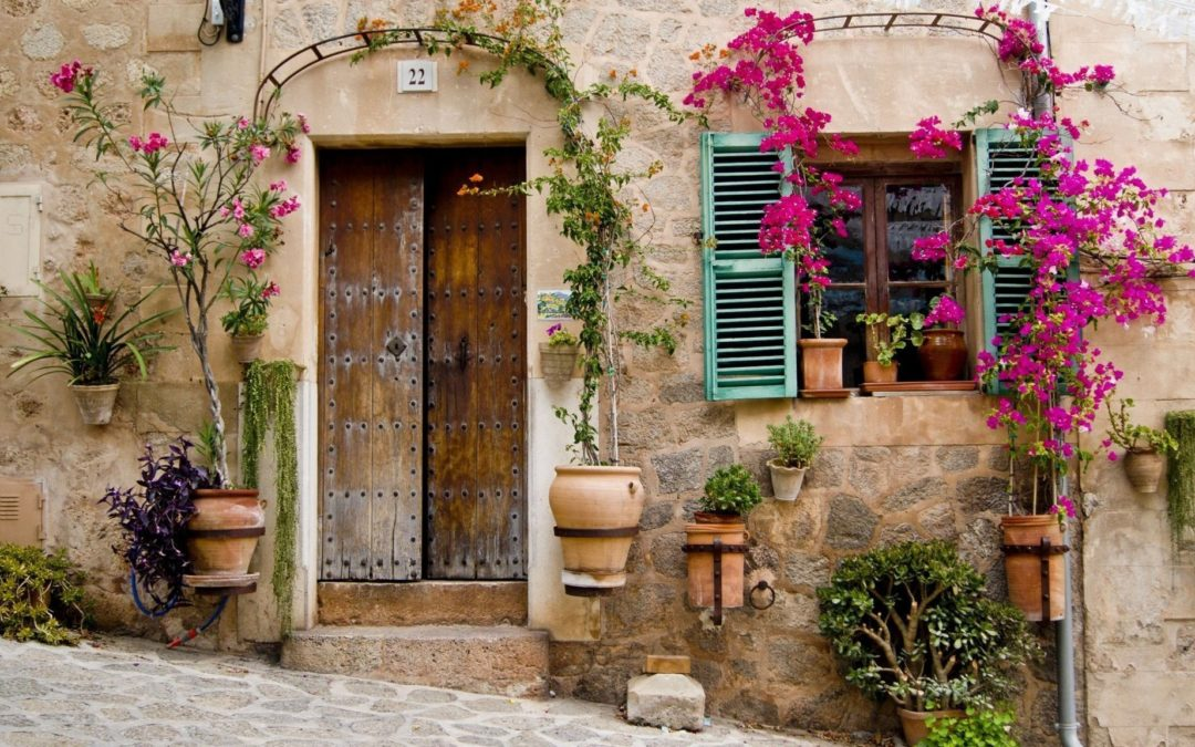 14+1 Pretty Front Door Flower Pots that will Add Character to Your Home