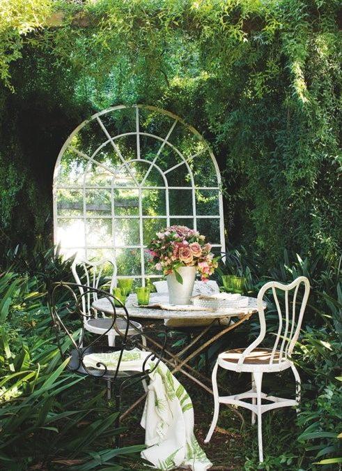 Εκπληκτικές Ιδέες για τον Κήπο σας Χρησιμοποιώντας Καθρέφτες