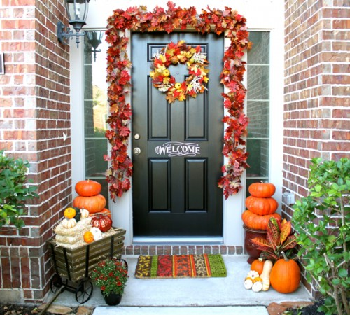 A leaves garland and a wreath made of leaves in different colors always works. Command hooks are perfect to hang the garland cuz they are really easy to remove later.