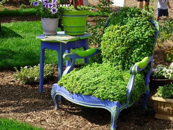 Όμορφες Ιδέες Φυτών σε Καρέκλες για το Σπίτι και τον Κήπο