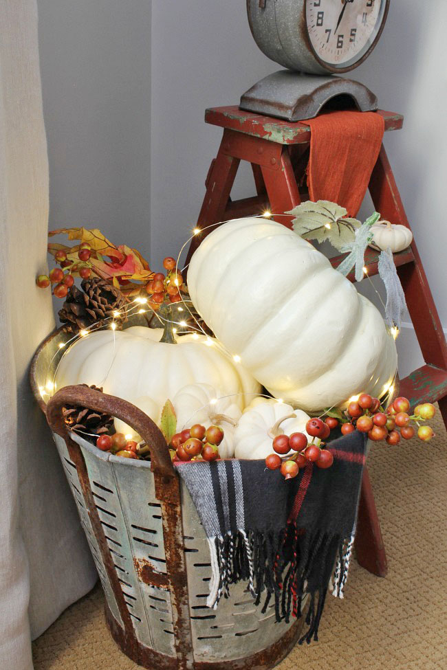 Lots of simple and inexpensive ideas to help you decorate your home for fall. Love these!
