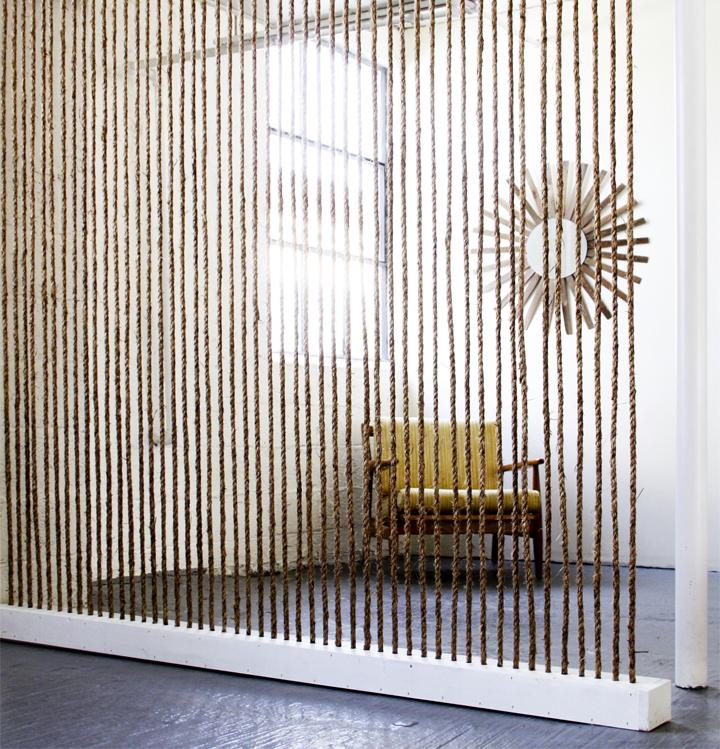 BrickHouseRopeWall- 25 Creative Rope Decor Design Ideas