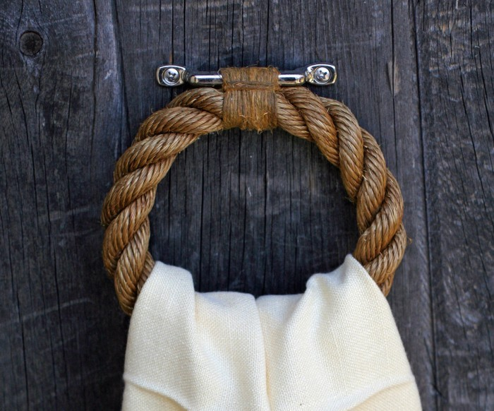 towel-ring 25 Creative Rope Decor Design Ideas