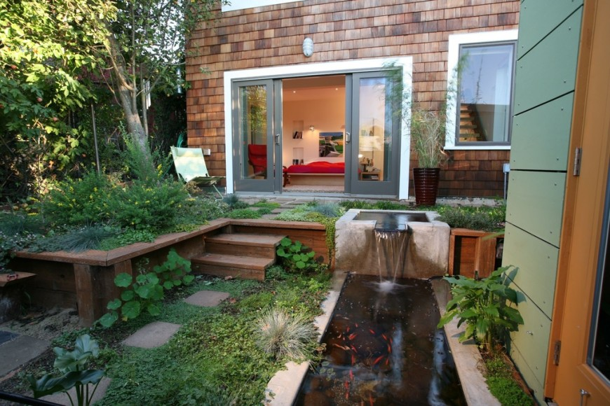 The use of space and water in this garden are in line with the Japanese design. There is plenty of openness to let the aspects present have an impact on the space.