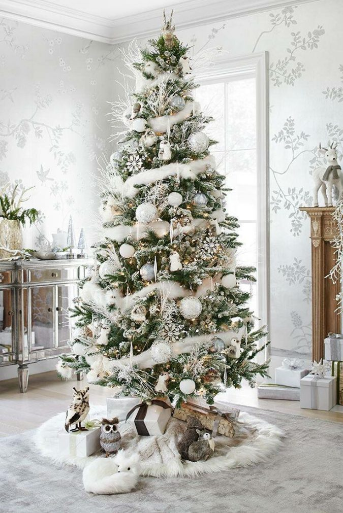 christmas-tree-with-white-decoration-675x1011 Top 10 Christmas Decoration Ideas & Trends 2018