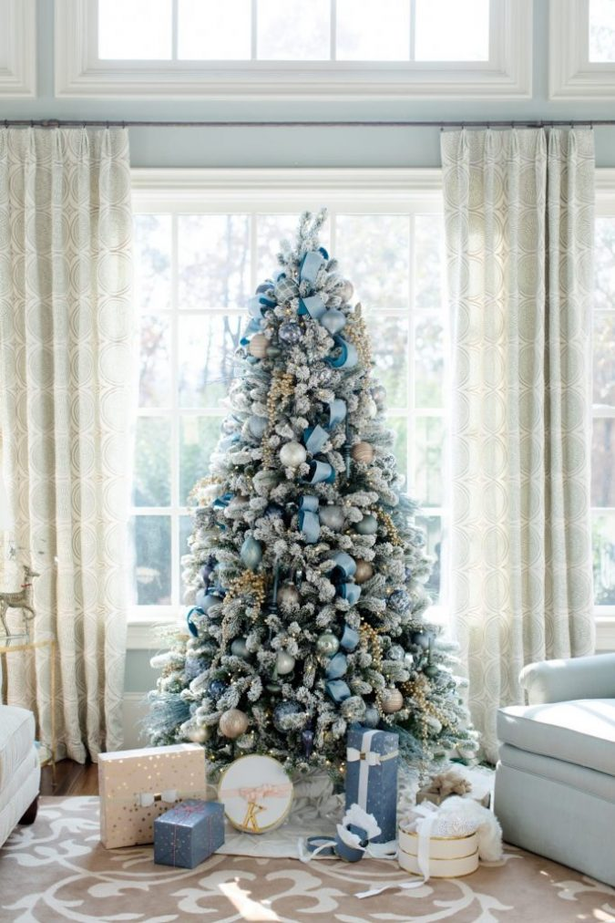 christmas-trees-blue-and-gold-decoration-2-675x1012 Top 10 Christmas Decoration Ideas & Trends 2018