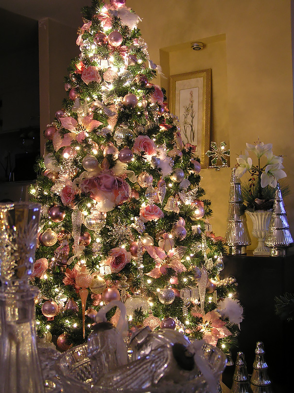 floral-christmas-tree Top 10 Christmas Decoration Ideas & Trends 2018