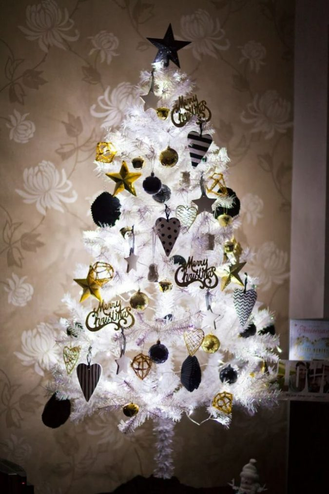 white-Christmas-tree-with-black-and-gold-decoration-675x1013 Top 10 Christmas Decoration Ideas & Trends 2018