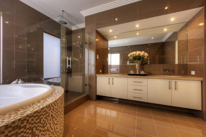 luxurious-bathroom-design-675x448 Top 10 Master Bathrooms Design Ideas for 2018