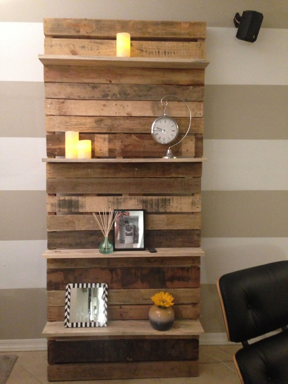 DIY Pallet Projects for Your Living Room | Ecotek Green Living on Pallet Room Ideas  id=12047